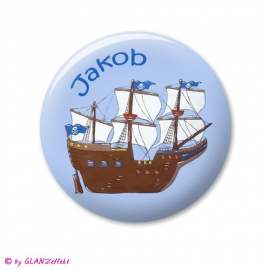 Button mit Namen Piratenschiff